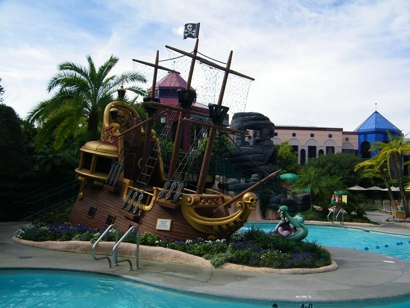 20110602 disneyland hotel neverland pool (4)