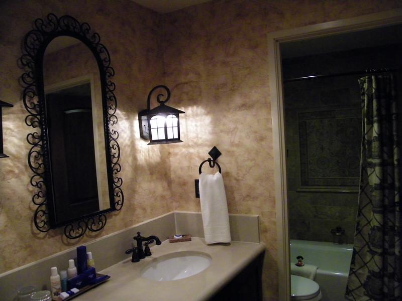 20110602 disneyland hotel pirates of the caribbean suite 3 bathroom 2 (1)