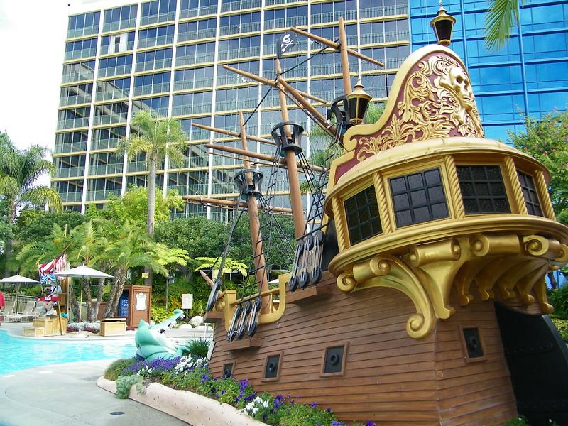 20110602 disneyland hotel neverland pool (9)