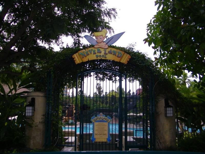 20110602 disneyland hotel neverland pool (3)