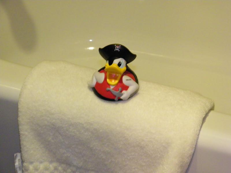 20110602 disneyland hotel pirates of the caribbean suite 3 bathroom 2 (5)