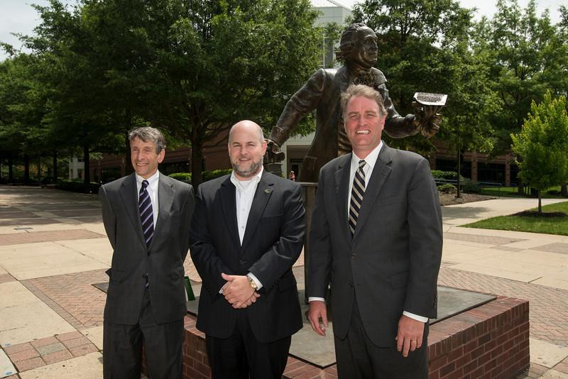 Virginia Representative Robert Hurt tours Fairfax campus