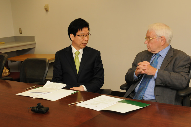Korean delegates sign a MOU with George Mason University. MOUs are made with foreign institutions, and the MOU provides a means of forging international relationships. The procedures outlined on this site apply to all MOUs and articulations, but the level of review will depend upon the content of the agreement.
