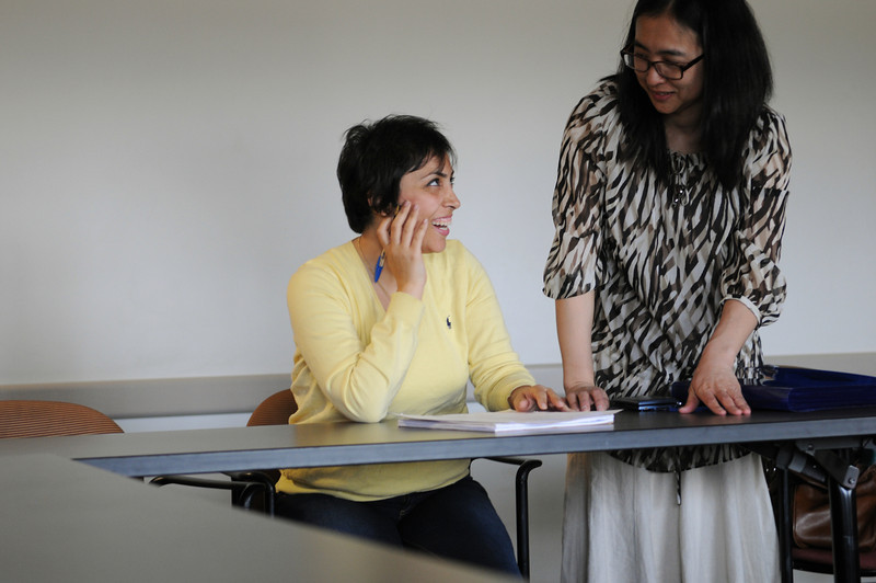 Instructor Esther Kim working with a student in an English Language Institute workshop. Photo by Evan Cantwell/Creative Services/George Mason University