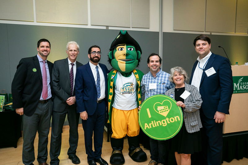 Arlington Businesses attend Arlington Mason Movers & Shakers Mixer.  Photo by:  Ron Aira/Creative Services/George Mason University