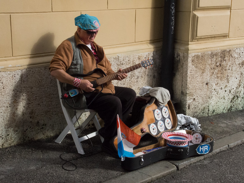 """National"" guitar player in Zagreb"