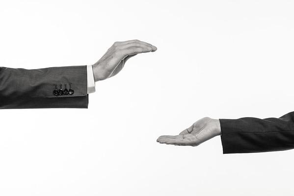 Federkraft-Hands-3