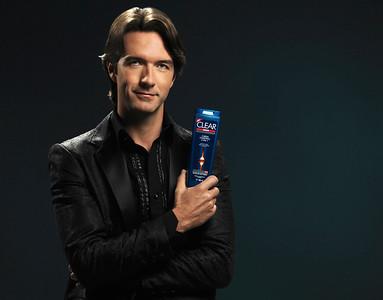 Agency: Oveja Negra Lowe Client: Unilever - Clear Leonardo De Lozanne