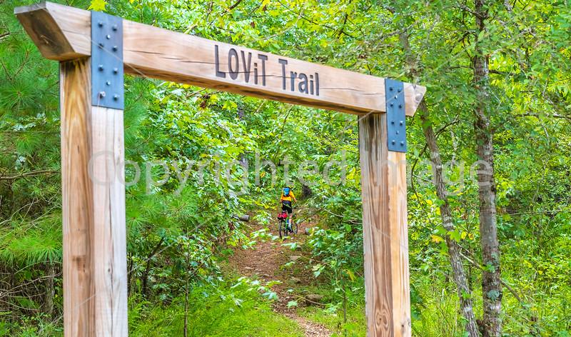 Mountain biker on LOViT singletrack near Blakely Mountain Dam -C3_W7A0125 - 72 ppi