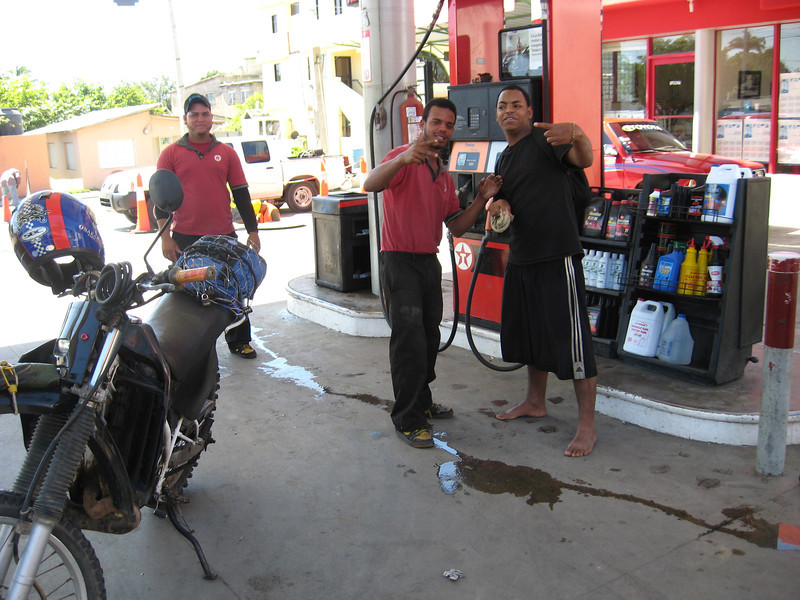 Gas stations are fun places to practice Spanish. I rarely pass up an opportunity for that.