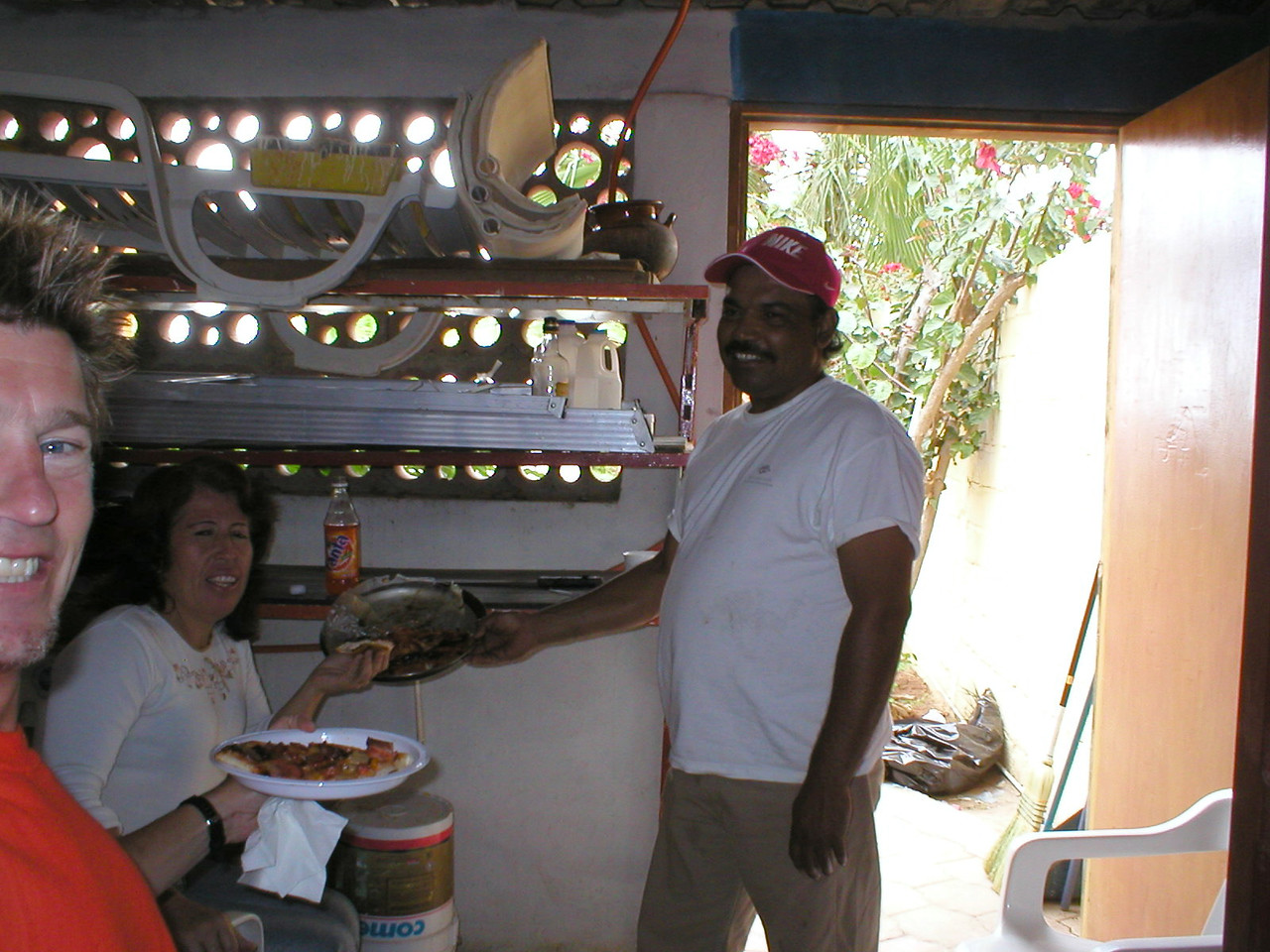Francisco our grounds keeper brought a homemade pizza for Mari and Us to share, how nice!