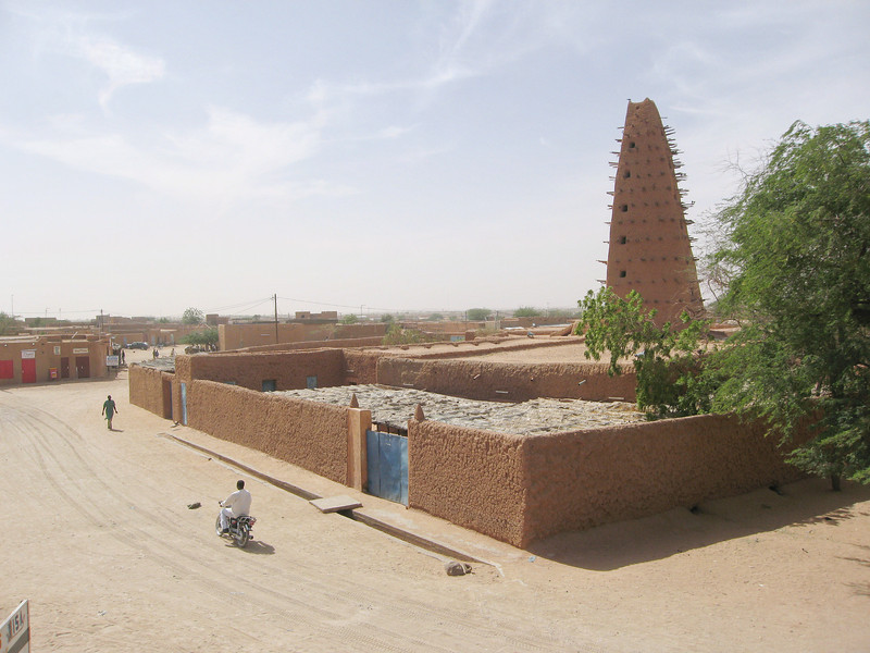 253 - <br /> Day 7 - <br /> The Grand Mosque & Agadez's main street <br /> (Page 17-Image 13)