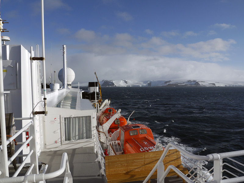 0295 - Half Moon Island - 2011-02-19 - P1050630
