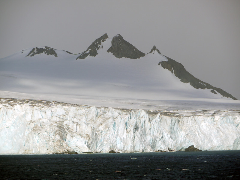 0301 - Half Moon Island - 2011-02-19 - P1050615