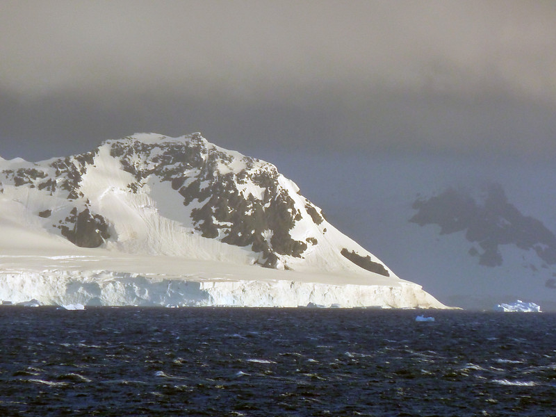 1512 - Gerlache Strait - 2011-02-22 - P1010861