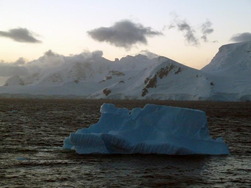 1515 - Gerlache Strait - 2011-02-22 - P1010881