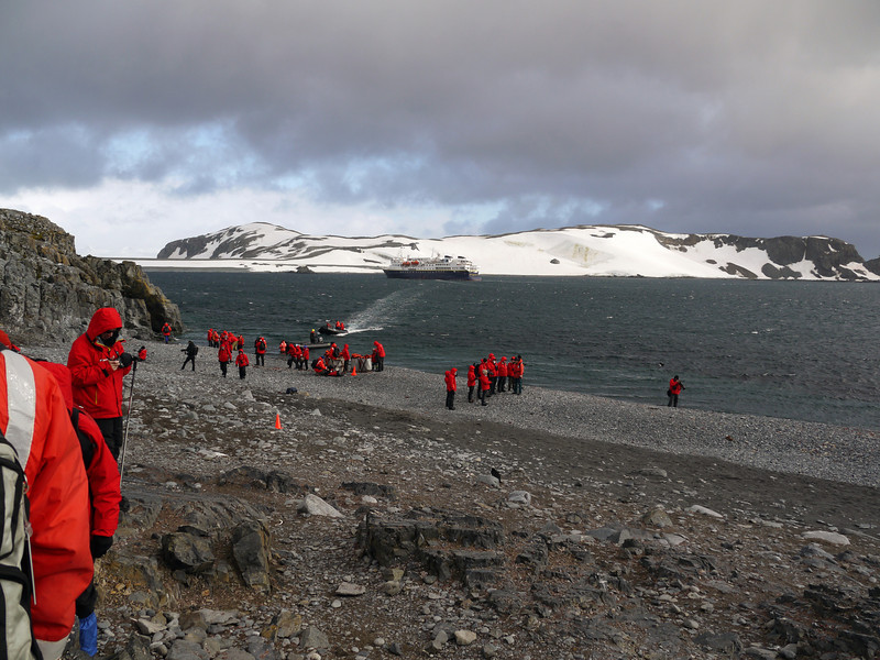 0138 - Half Moon Island - 2011-02-19 - P1050639