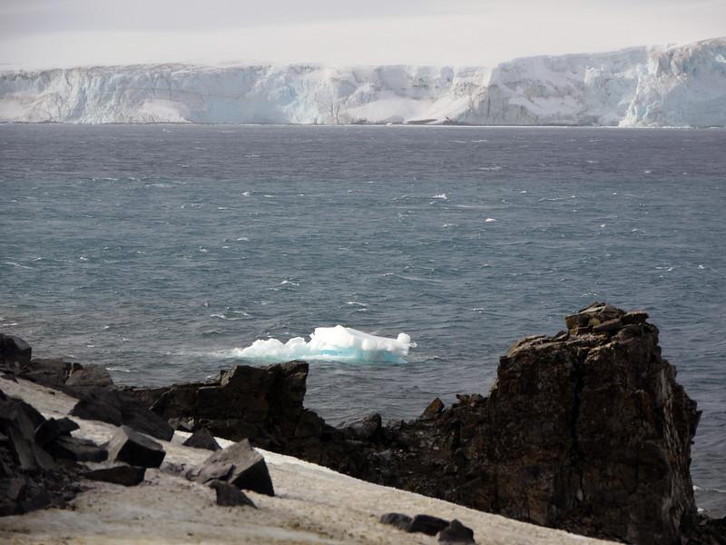 0159 - Half Moon Island - 2011-02-19 - P1050656