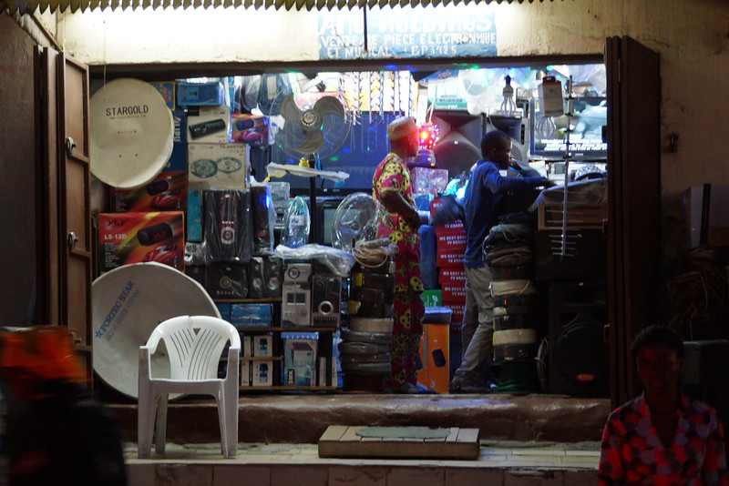 Nighttime shop in the Libreville Marche u Bananaes.