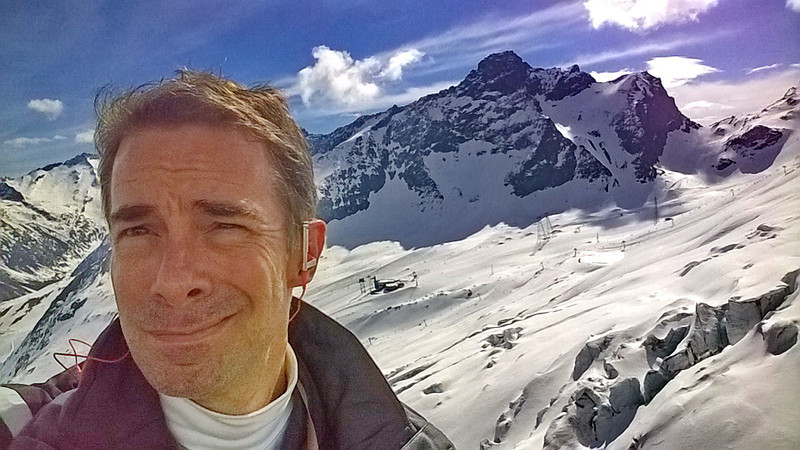 I'd completely forgotten how FANTASTIC spring skiing is! NO ice, sun, warm, long daylight hours and 'feelin' easy' snow!  Not to mention those fantastic views from 4,000 meters high.  Glacier skiing at it's best.