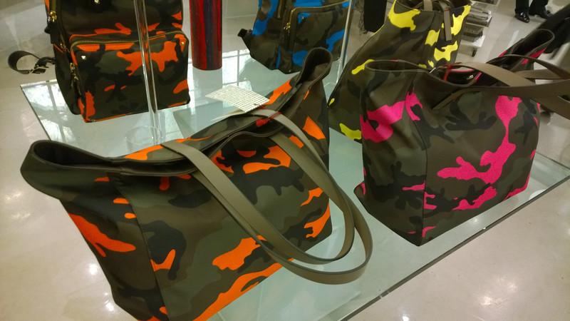 TRRREEENNNDDIINNNGGG! - Valentino Guerilla bags at 10 Corso Como
