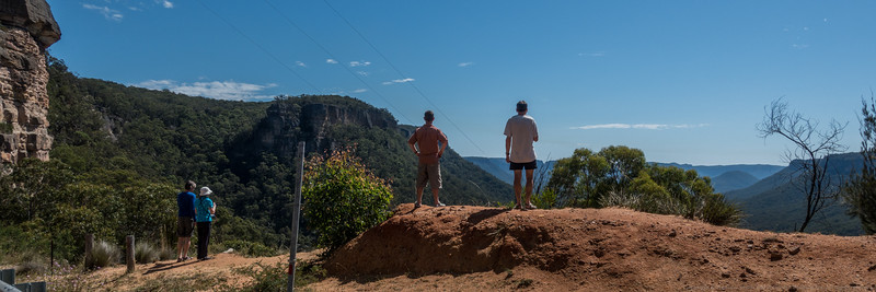 A stop at the lookout on our way into the Wolgan Valley.