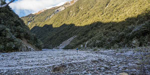 The frosty Edwards River bed.
