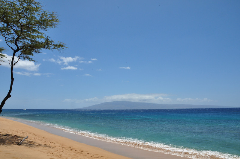 The Ka'anapali Beach front, looking at Lana'i