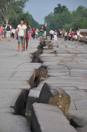 The crack in the main entrance road to the Siem Reap Temples