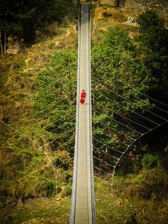 nepal-woman-on-bridge