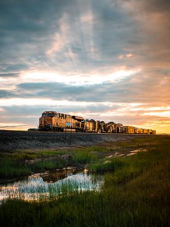 montana-train-at-sunset