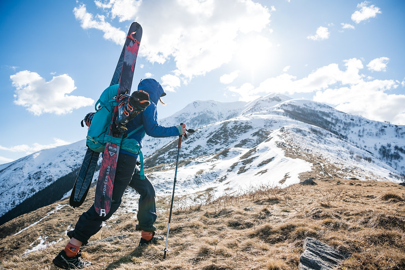 While sitting down along Lake Como Gabriella Edebo scouted a local mountain and made it her mission to ski the last remains of snow on it. Let the hiking ensue.