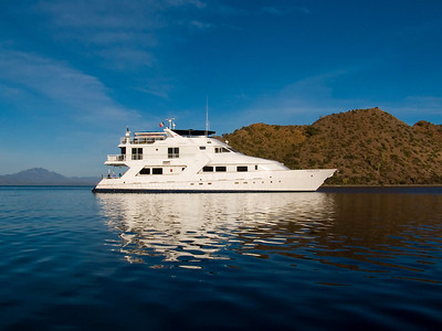 American Safari Cruises' luxury yacht, Safari Quest, at anchor in Balandra Bay off Isla del Carmen, Sea of Cortez, Baja California Sur, Mexico.