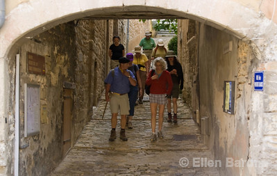 Wayfarer walkers in Bonnieux, the Luberon, Provence, France, Europe