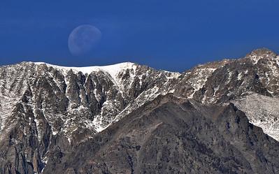 Moonset over the Eastern Sierra, Sierra Nevada Range, California.  Copyright © 2010 All rights reserved.