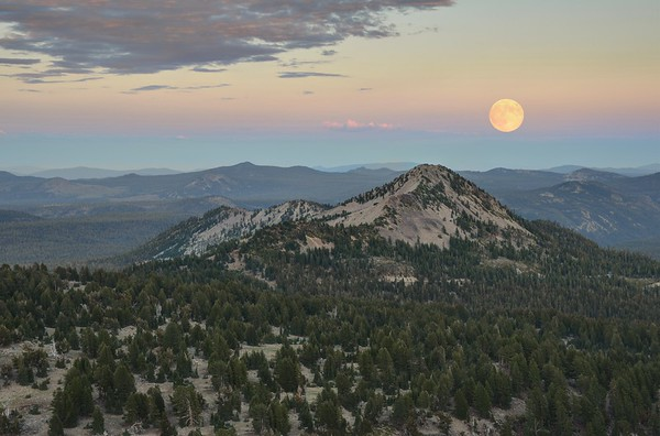 """Rising of the """"Super Moon"""" Over Reading Peak"""