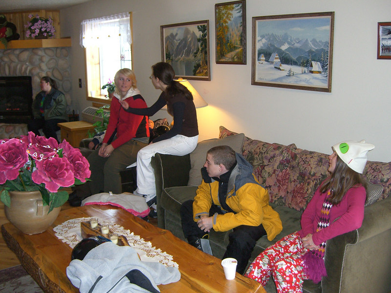 Monday morning and gathering for our last day on the slopes.
