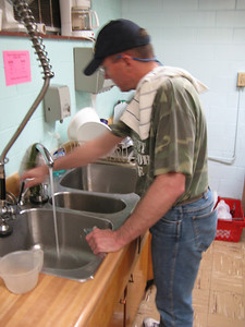Ultimately, victory is won or lost at the sink. It's always won, thanks to veteran Les.