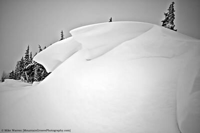 Spectactular cornices on the ridge!