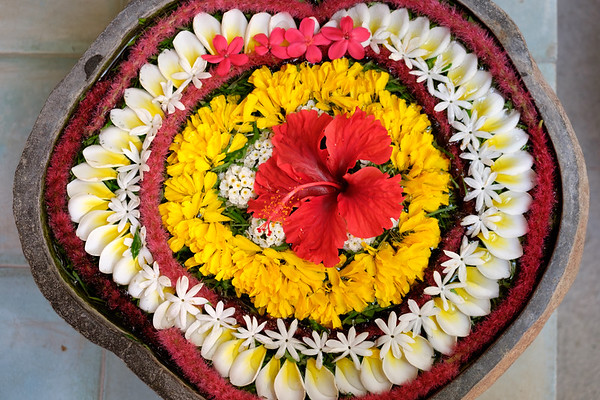 Water flower arrangement
