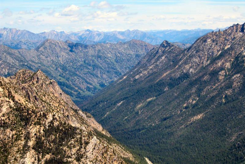A North Cascades valley