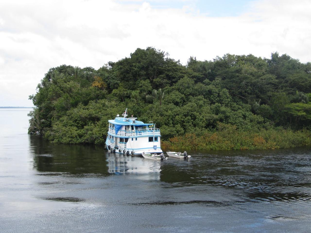 Crew boat