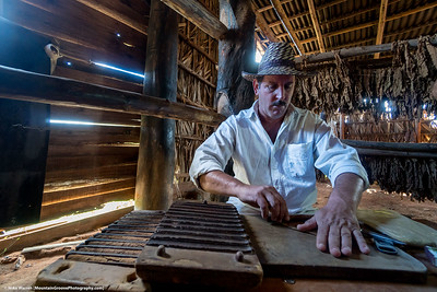 Rolling cigars in Vinales!