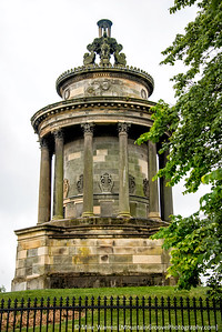 Another view of the Robert Burns memorial.