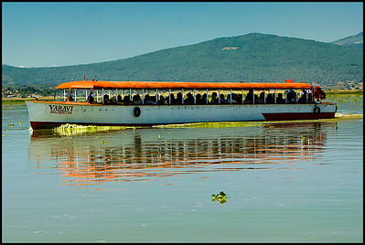This is similarto the boat we took. Note the green algae wake!