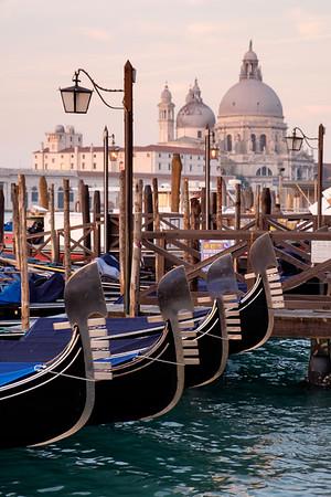 Bobbing gondola's