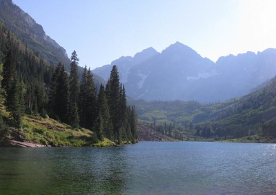 The Maroon Bells (N. Maroon Pk in center, S. Maroon behind it on left) loom over Maroon Lake.