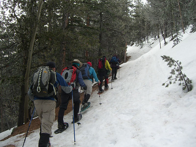 Surprisingly, there had been no fresh snowfall, but on the trail here it was somewhat icy.