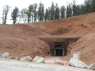 Horsethief Park TH is just past the old road tunnel. We headed up on schedule at 8:00.