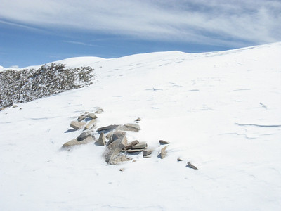 The top of the summit ridge is somewhat extended.